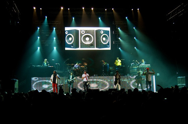 Vista Merges Lighting & Video for tobyMac Tour